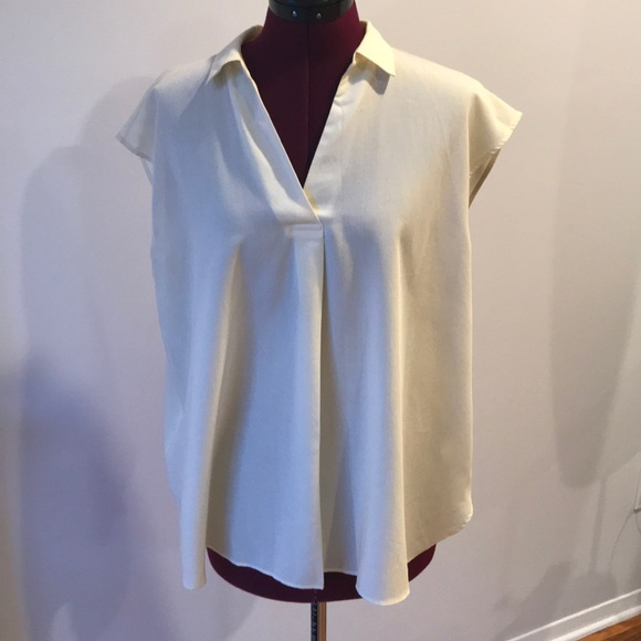 f8013d5d30ee38 UNIQLO Pastel Yellow Top (Easy care, anti-wrinkle).  M_5b7f4522bf7729177d4671d6